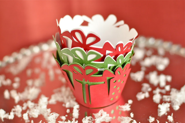 {SHOP} new christmas item – favor cups & cupcake wrappers