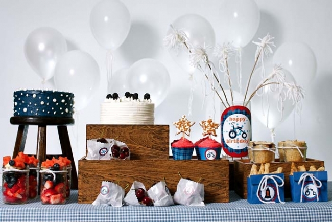 modern americana 4th of july dessert table