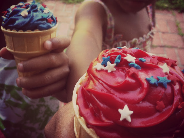 Ice cream cone cupcakes - july 4th
