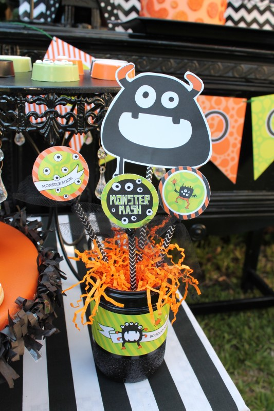 Monster Mash, Halloween, googly eyes, boo, mason jar centerpiece