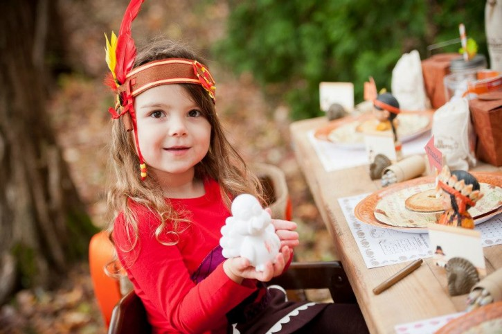 Rustic backyard kids thanksgiving, color a turkey