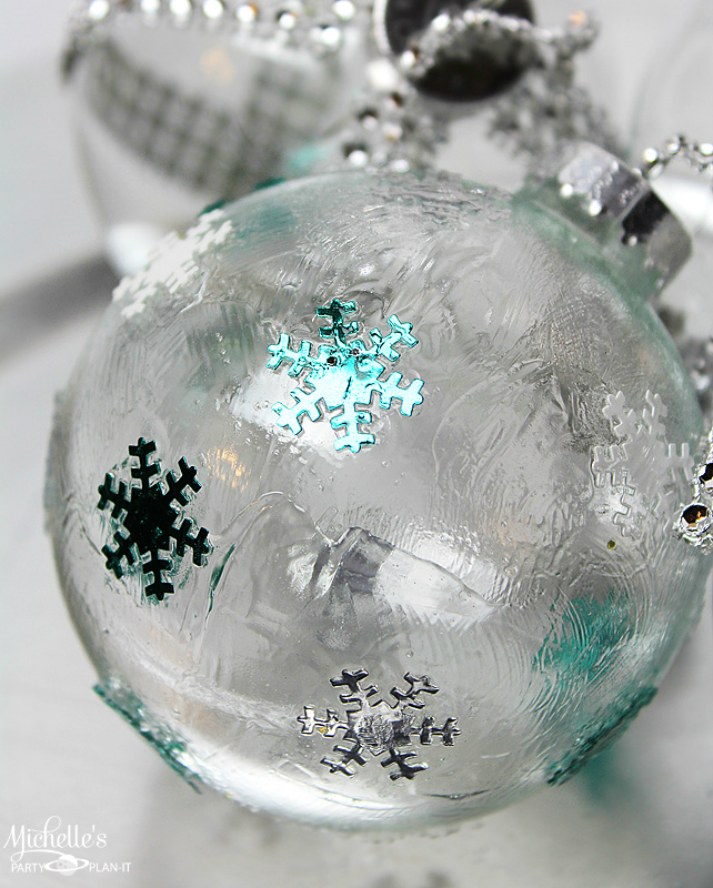 DIY Christmas Ornaments - DIY: Ideas To Decorate Clear Ornaments - Creative Juice