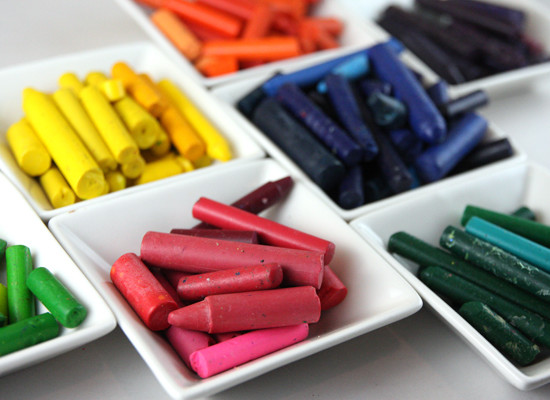 6 Projects that Reuse Broken Crayons– Crayon Crafts!