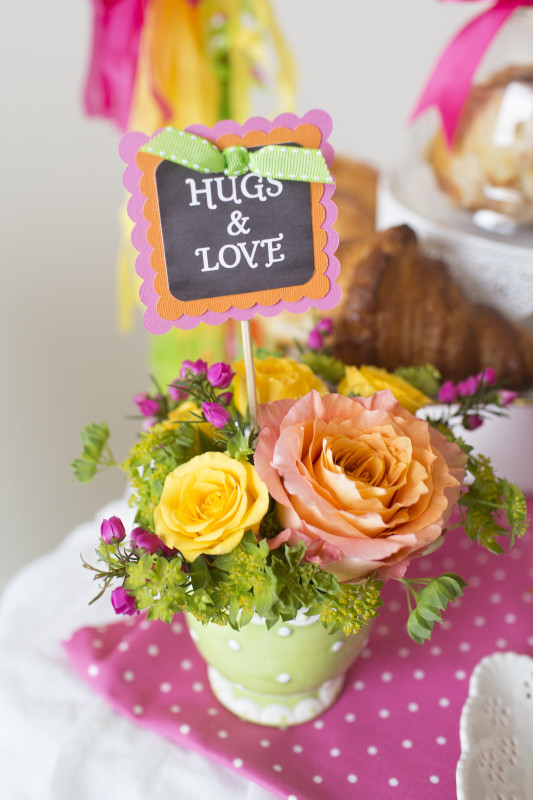 4 Mother's Day Coffee With Mom Floral Arrangement in a Mug, Hugs and Love Chalkboard