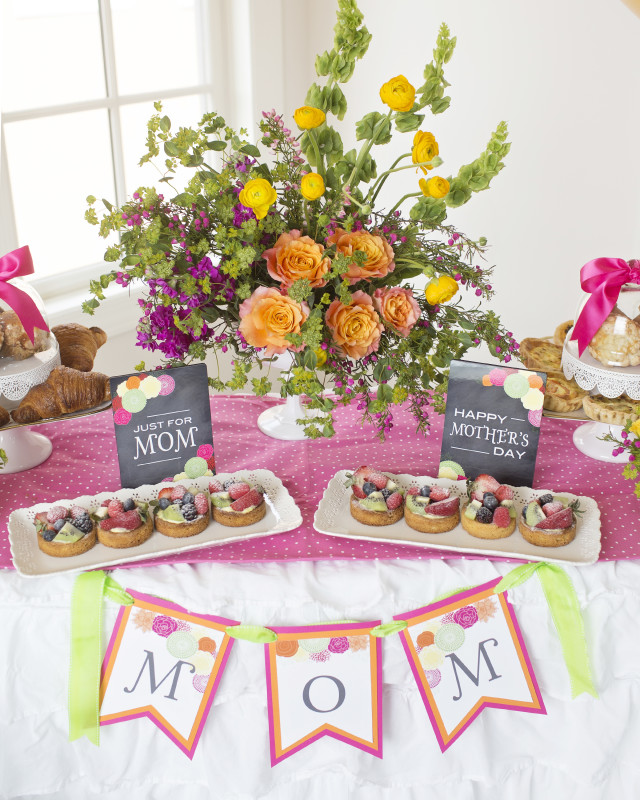 6 Mother's Day Coffee With Mom, MOM Banner, Floral Arrangement, Chalkboard Signs