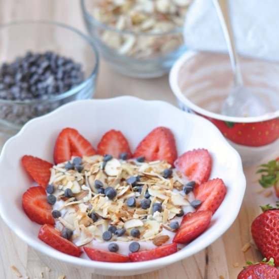 Strawberry 'Yogurt' Bowl – Dairy Free Yogurt Breakfast!