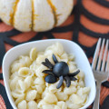 Spider Olive Mac & cheese halloween dinner idea!
